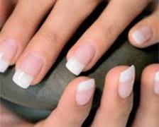 French manicure e i prodotti per unghie perfetti